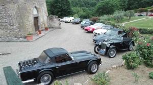 le auto davanti alla Pieve
