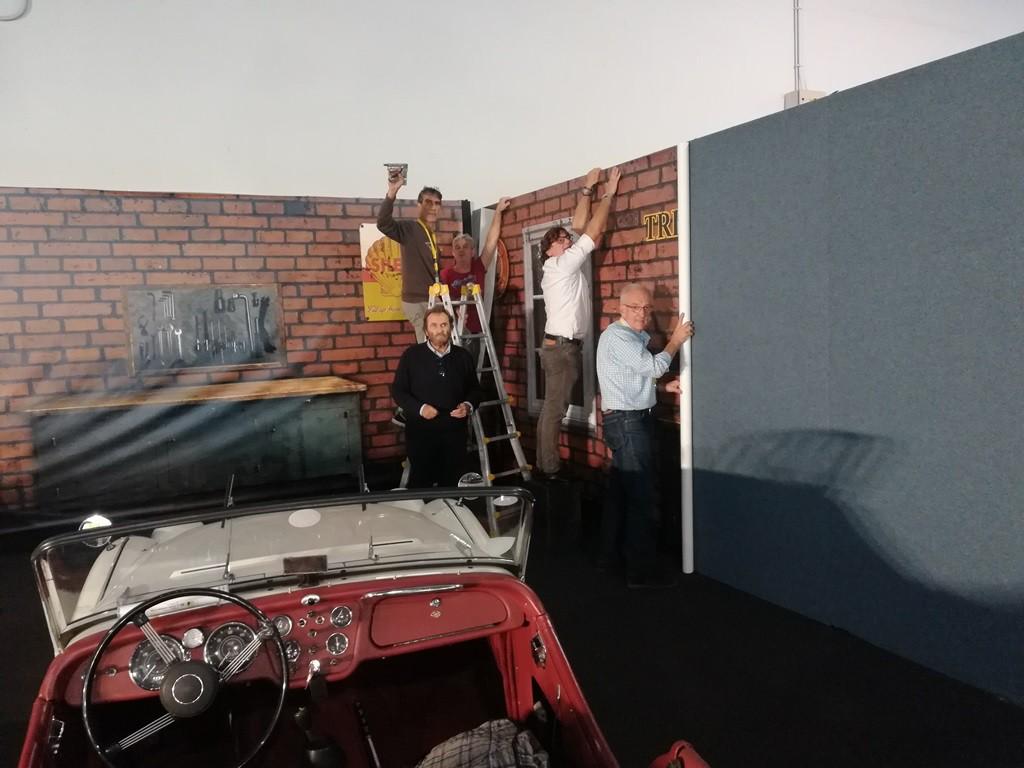 Allestimento dello stand- Massimo, Gianni, Maurizio, Tony e Enzo