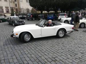 Ecco qui l'amico Pierre con la bella TR6