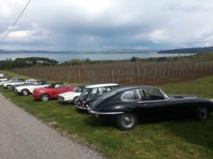 Alcune delle macchine partecipante posteggiate al ristorante panoramiche sul lago di Bracciano