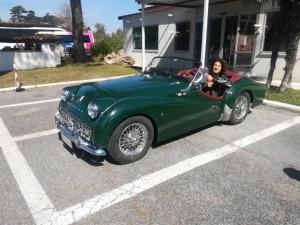 Flavia nella macchina più bella del mondo.