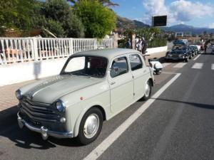 La Fiat 110 del 1954 di Mimmo sul lungomare di Paola.